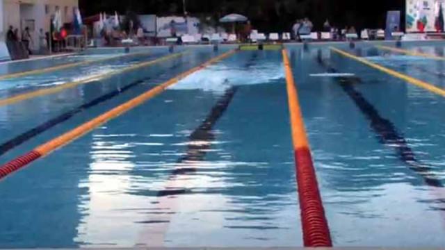 Българин подобри световния рекорд от 12 часа плуване без прекъсване (ВИДЕО)