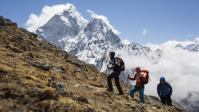 Китайски алпинисти мерят отново височината на Еверест