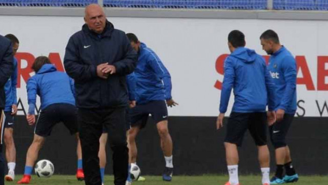 Треньорът на Левски изригна след обидите на феновете
