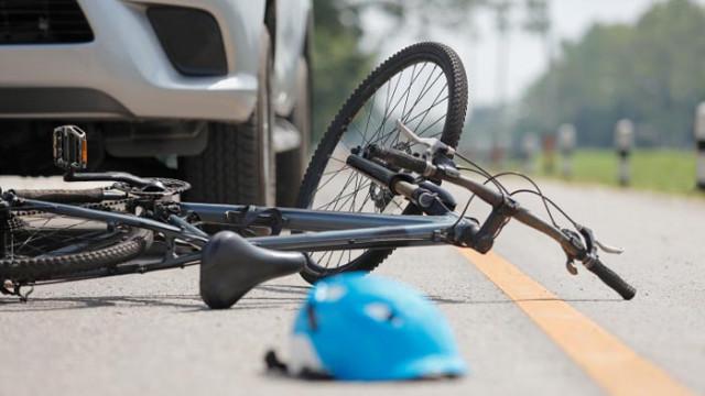 49-годишен блъсна с кола 14-годишен велосипедист в Бургас и избяга