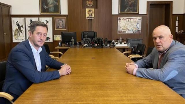 Братът на изчезналия Янек Миланов се срещна с главния прокурор