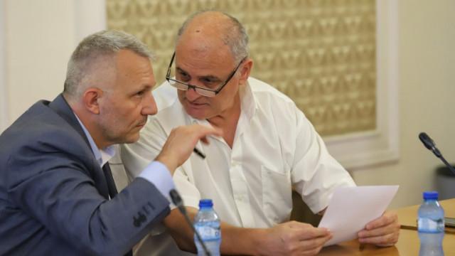 """Българският """"Уотъргейт"""" - секретна информация на листчета и доклади на ухо"""