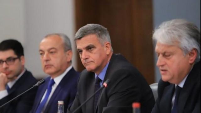 Петър Волгин: Само сутиени не са почнали да хвърлят към министрите