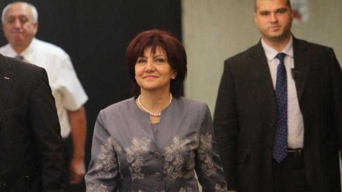 Караянчева: Горим, а лидери на протестните партии си разменят постове