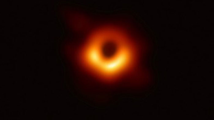 """Забелязаха """"танцуващи призраци"""" до черните дупки"""