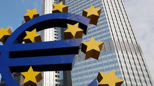 С политиката си ЕЦБ тласка Европа към живот на заем