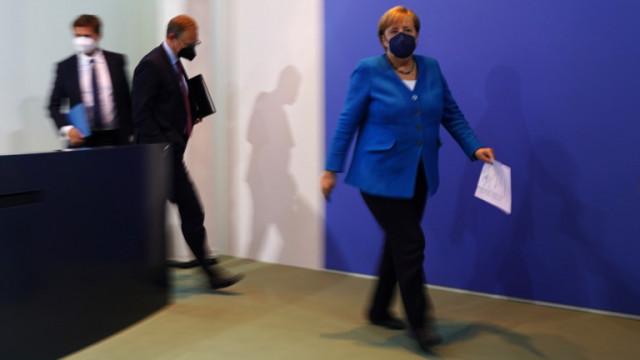 Меркел заминава за Москва и Киев