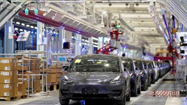 Властите в САЩ разследват за проблеми с автопилота на 765 хиляди автомобила на Тесла
