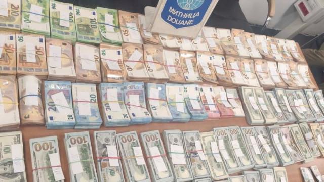 "Откриха 1 034 591 лв. недекларирана валута в поляк на ""Капитан Андреево"""