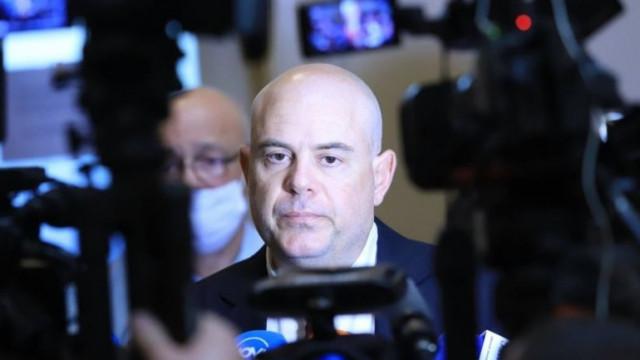 На Гешев му се размина да бъде размазан от юридическата мощ на Нинова и Христо Иванов