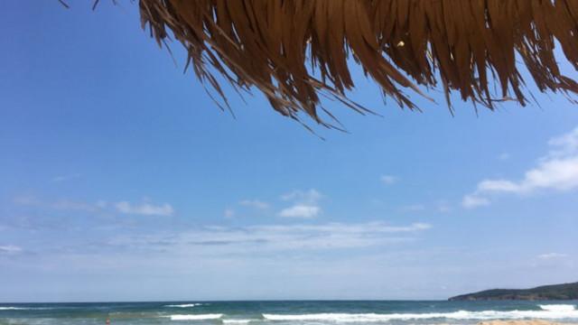Трима души бяха спасени от удавяне в неохраняемата зона на плаж Корал