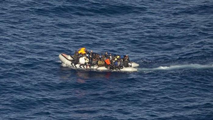 Властите във Великобритания задържаха 828 нелегални мигранти, които се опитвали