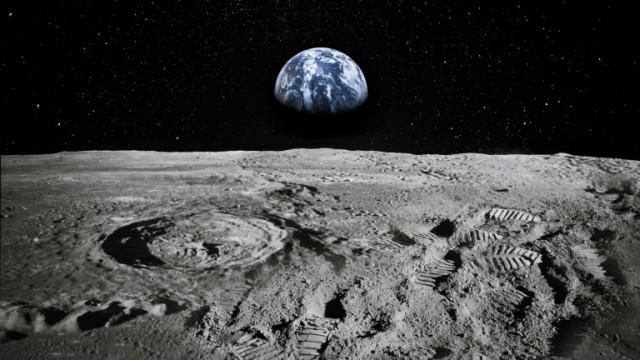 """Русия отложи мисия до Луната заради """"проблеми по време на изпитания"""""""
