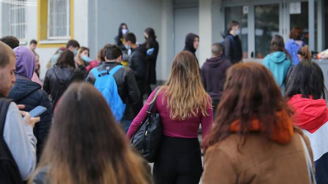 Повече от 4600 зрелостници се явяват на матура по български език