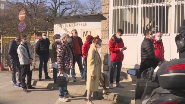 Във Варна поставят ваксини в 13 пункта
