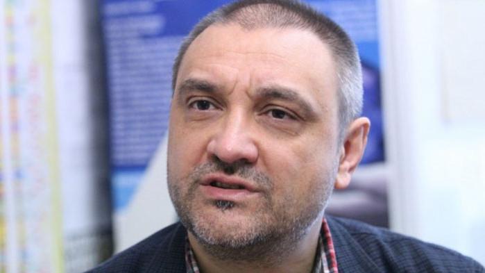 Чорбанов води антиваксърски протест, а обяснява, че ще представи на форум българската ваксина...