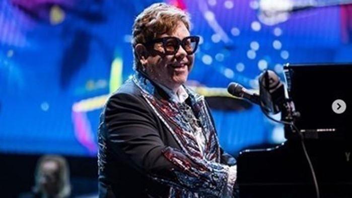 74-годишният певец сър Елтън Джон обяви издаването на 32-рия си