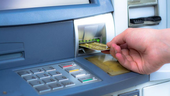 Съдят мъж, опитал да тегли пари от открадната банкова карта