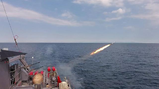 Кораби от състава на флотилия бойни и спомагателни кораби провеждат тактически учения