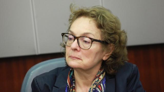 Коларова: Българска политика влезе в капана на Facebook и омразата