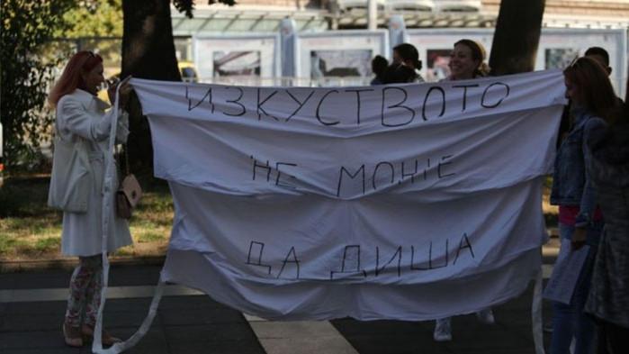 Танцовите школи протестират под прозорците на Кацаров