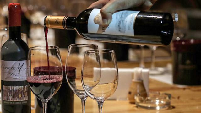 Гръцко вино отлежава на дъното на река