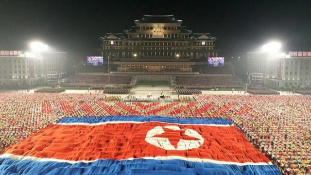 Необичаен парад в Севрна Корея (СНИМКИ)