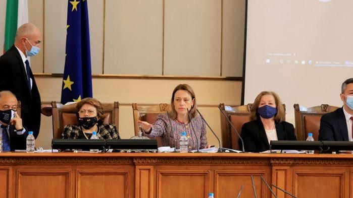 Председателката на парламента Ива Митева свика извънредно заседание на бюджетната