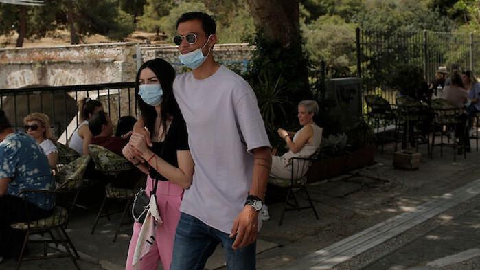 Covid-кризата в Гърция: Все по-млади хора се заразяват
