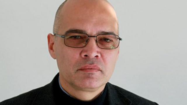 Тихомир Безлов: Пликът с пари е банализиран, днес има схеми, с които подкупът е легален