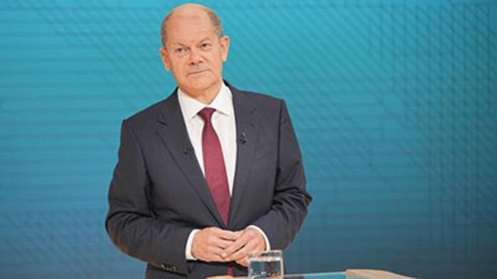 С Олаф Шолц - шокиращия наследник на Меркел, Германия завива наляво