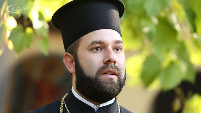 Отец Спас: На Кръстовден хората се надяват на чудо