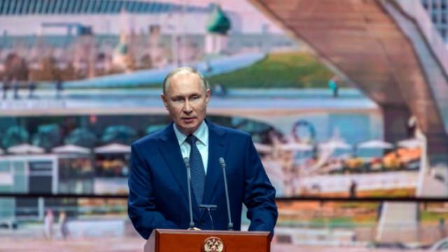 Путин се самоизолира заради случаи на Covid, иначе е абсолютно здрав