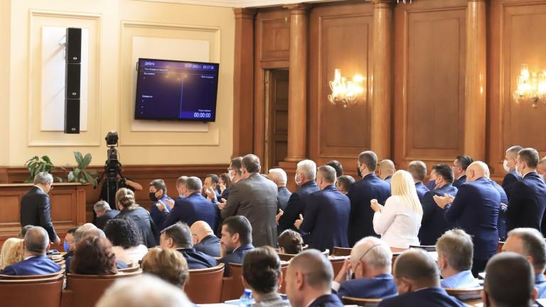 """Комисията """"Магнитски"""" пита: Кои депутати са взимали пари за протестите?"""