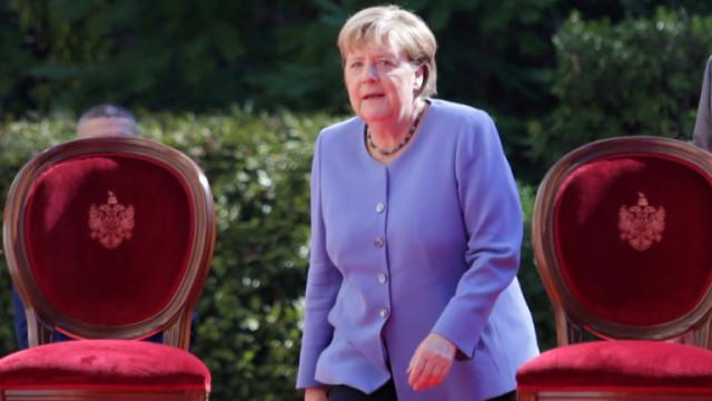 Голямо уважение в ЕС за Меркел, слизането ѝ от сцената буди тревоги
