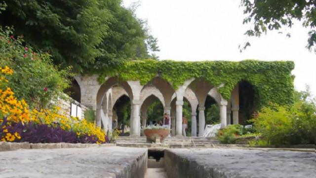 Градината и дворецът в Балчик пак скараха Университета и МК
