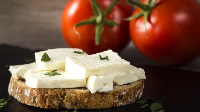 Възможно ли е да се пристрастим към сирене и кашкавал?