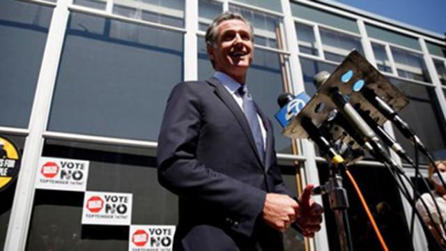Губернаторът нa Калифорния запазва поста си след референдум за отстраняването му