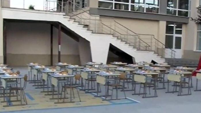 Класна стая на открито посреща първолаците в Казанлък