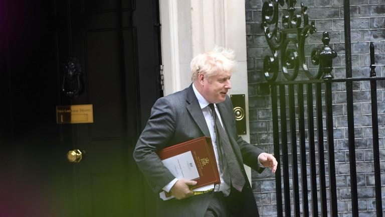 Борис Джонсън понижи външния министър в голям ремонт на правителството