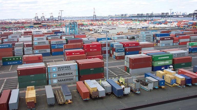 Дори големите товарни кораби не могат да решат кризата с доставките