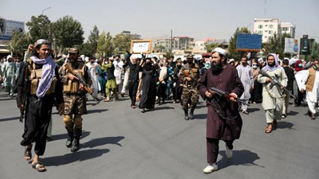 Футболистки от младежкия национален отбор на Афганистан избягаха от страната