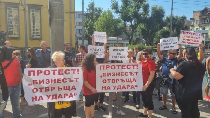 Шестие и протест на десетки ресторантьори в Бургас