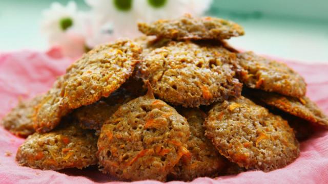 Бисквити с моркови, овесени ядки, бадемово брашно и още куп полезни съставки