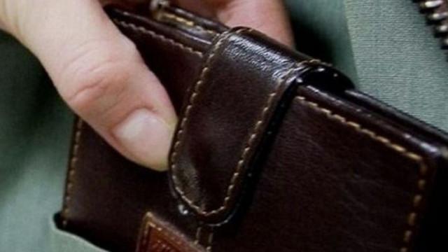 Затвор за джебчийка от Игнатиево със шест присъди за кражби, теглила пари от открадната карта