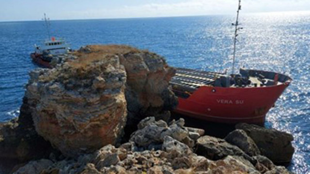 """Корабът заседнал в плитчините край Камен бряг заради """"неадекватно поведение на моряците"""""""