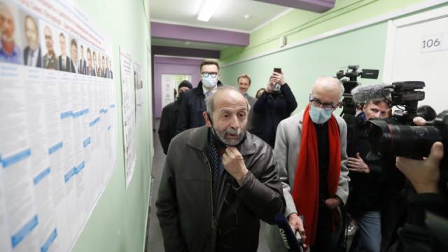 Опозиционен политик в Русия загуби изборите, помрачени от прокремълски двойници