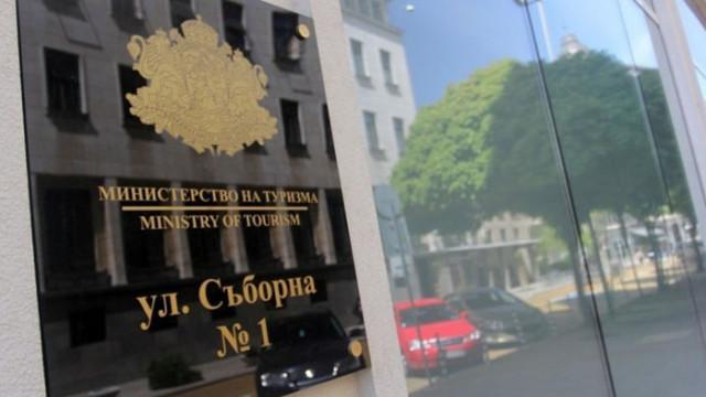 Служебният кабинет спира кандидатстването за помощи на туроператорите