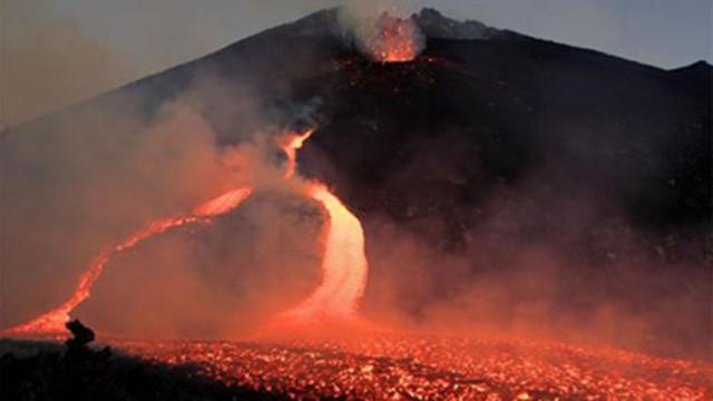 Вулканът Етна в Сицилия отново изригна