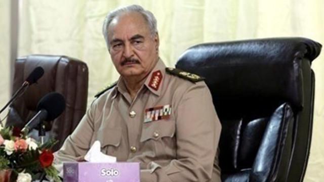 Либийският маршал Хафтар се отказава от командването на армията, за да се кандидатира за президент